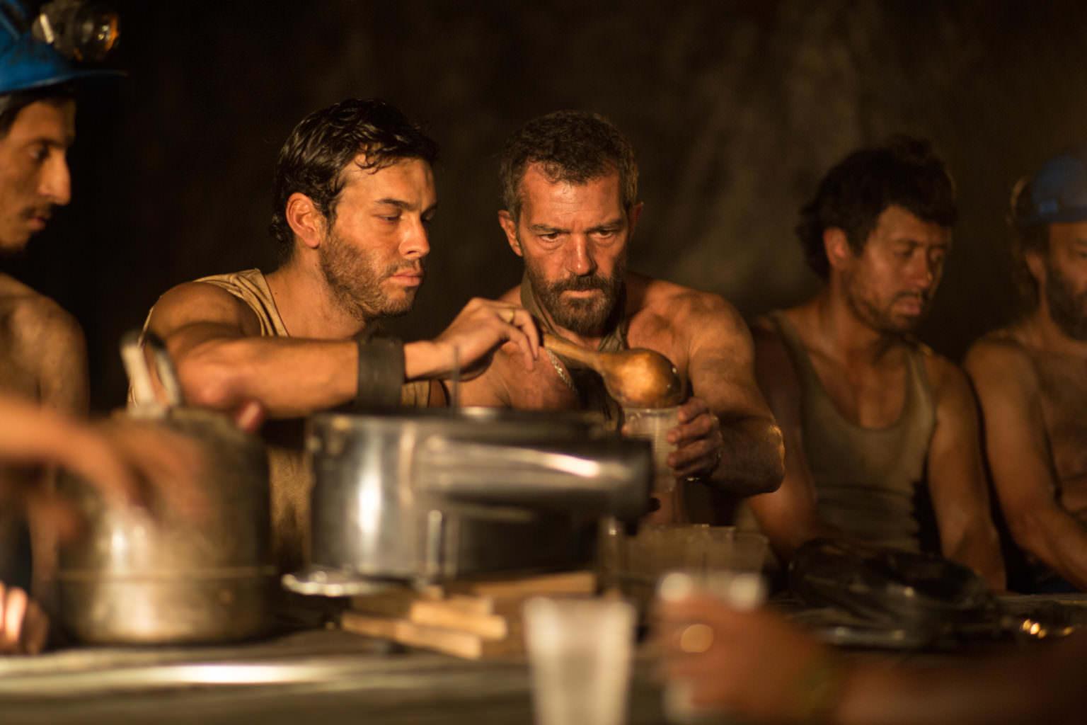 نگاهی دوباره به فیلم ۳۳؛ داستان خارقالعادهی معدنچیان شیلیزمان تقریبی مطالعه: ۱ دقیقه