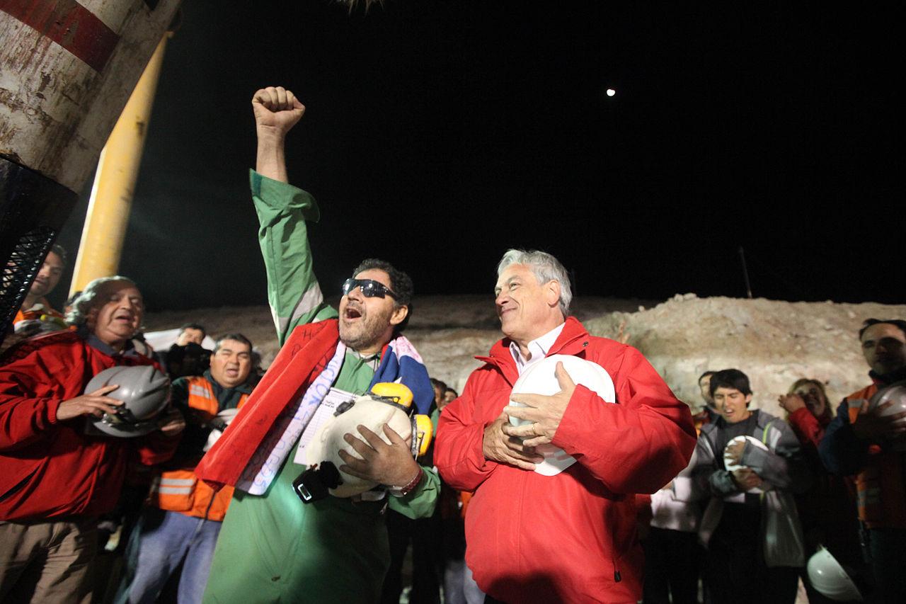 یک معلم جغرافی، معجزات داستان معدنچیان شیلیایی را روایت کرده استزمان تقریبی مطالعه: ۲ دقیقه