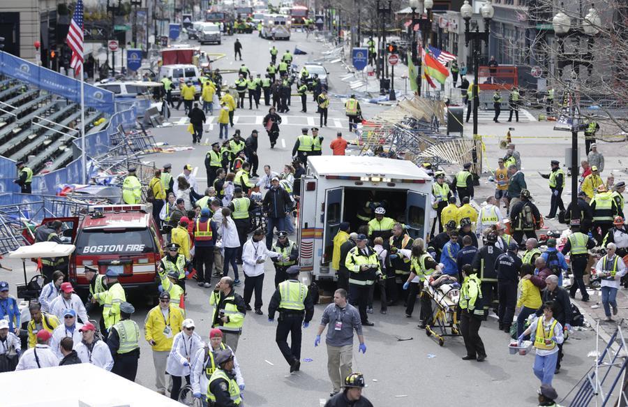 https://cdn.theatlantic.com/assets/media/img/photo/2013/04/photos-of-the-boston-marathon-bombing/b01_48281334/main_900.jpg?1420510137
