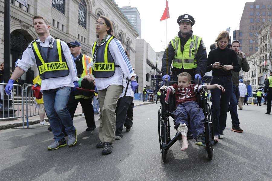 https://cdn.theatlantic.com/assets/media/img/photo/2013/04/photos-of-the-boston-marathon-bombing/b04_55748869/main_900.jpg?1420510138