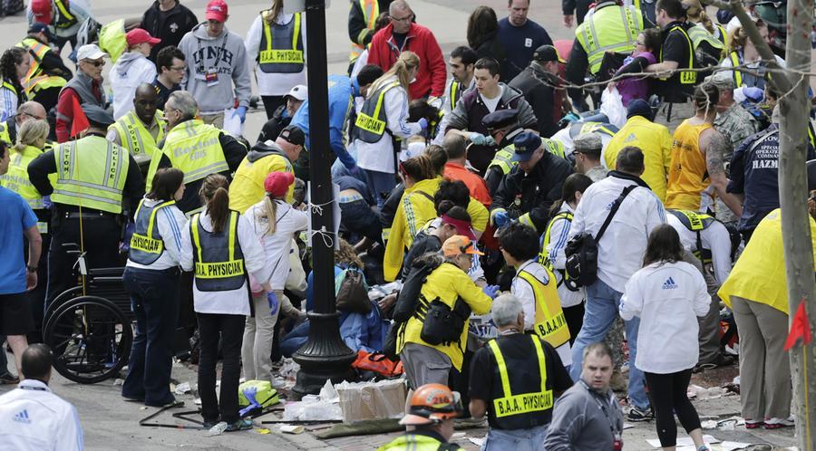 https://cdn.theatlantic.com/assets/media/img/photo/2013/04/photos-of-the-boston-marathon-bombing/b05_09674561/main_900.jpg?1420510139