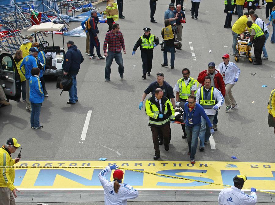 https://cdn.theatlantic.com/assets/media/img/photo/2013/04/photos-of-the-boston-marathon-bombing/b06_42102398/main_900.jpg?1420510139