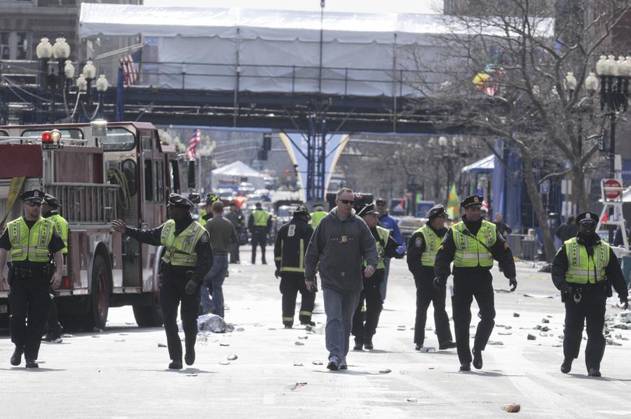 https://cdn.theatlantic.com/assets/media/img/photo/2013/04/photos-of-the-boston-marathon-bombing/b12_0RTXYMX9/main_900.jpg?1420510142