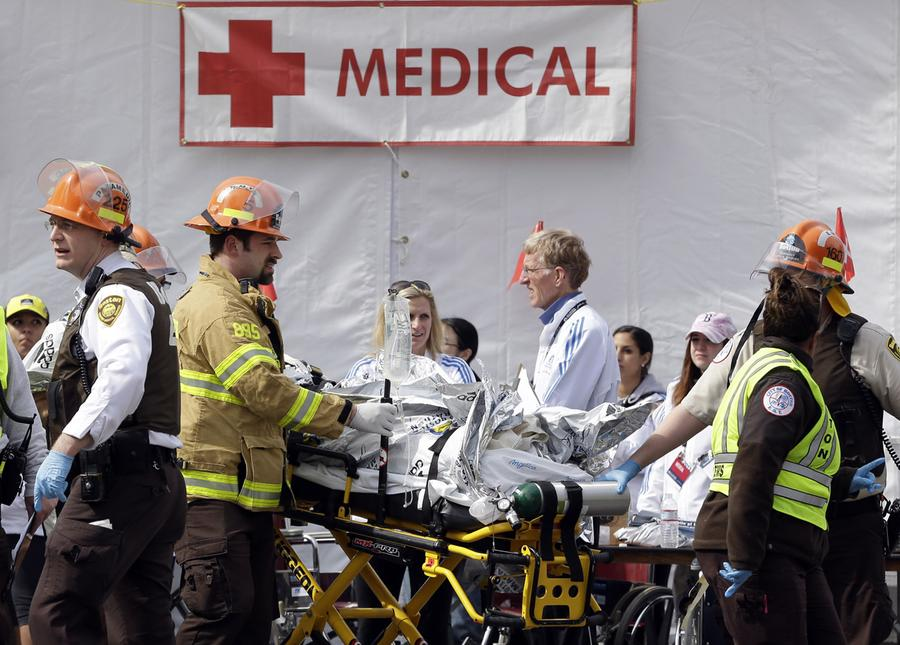 https://cdn.theatlantic.com/assets/media/img/photo/2013/04/photos-of-the-boston-marathon-bombing/b10_03604569b/main_900.jpg?1420510141