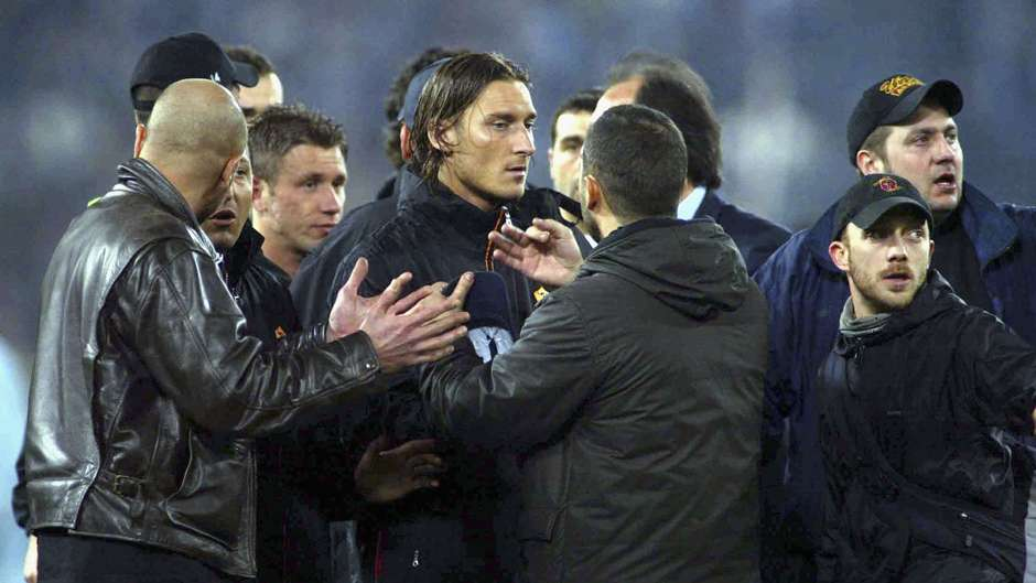 https://images.performgroup.com/di/library/GOAL_INTERNATIONAL/56/c5/francesco-totti-roma-lazio-serie-a-abandoned-2004_jp1vit8zkt3w1jieehqtflhm7.jpg?t=-1242483712&w=940