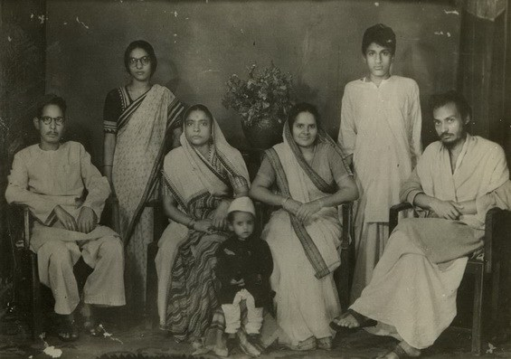Osho in Jabalpur with relatives