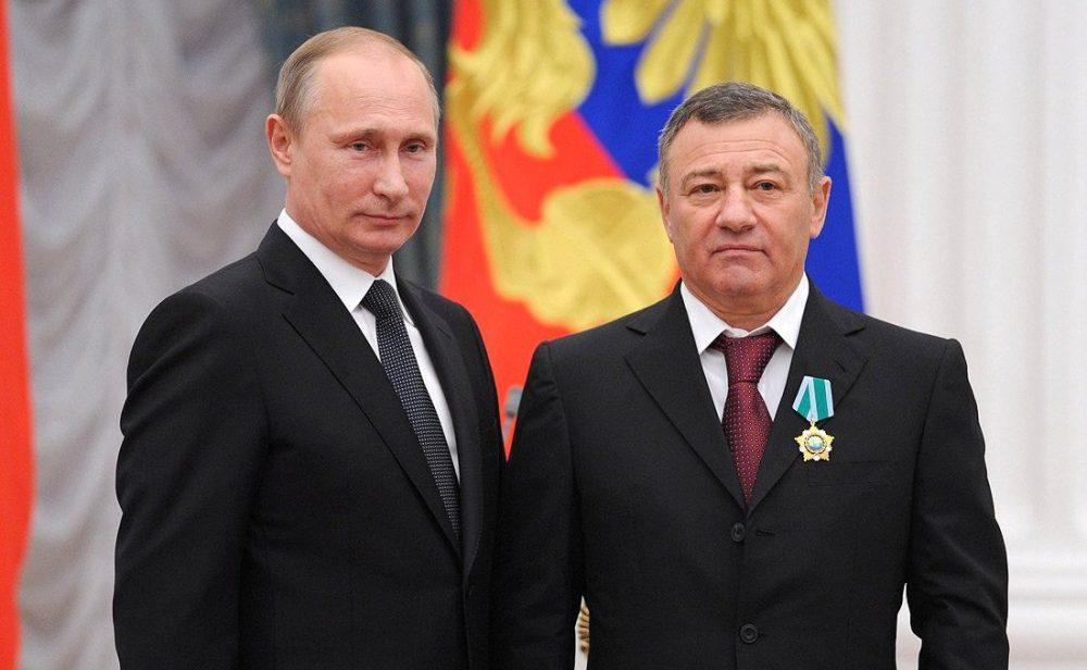 آرکادی؛ دوست پوتین، بودجهای دولتی برای مبارزه با فساد دریافت میکندزمان تقریبی مطالعه: ۲ دقیقه