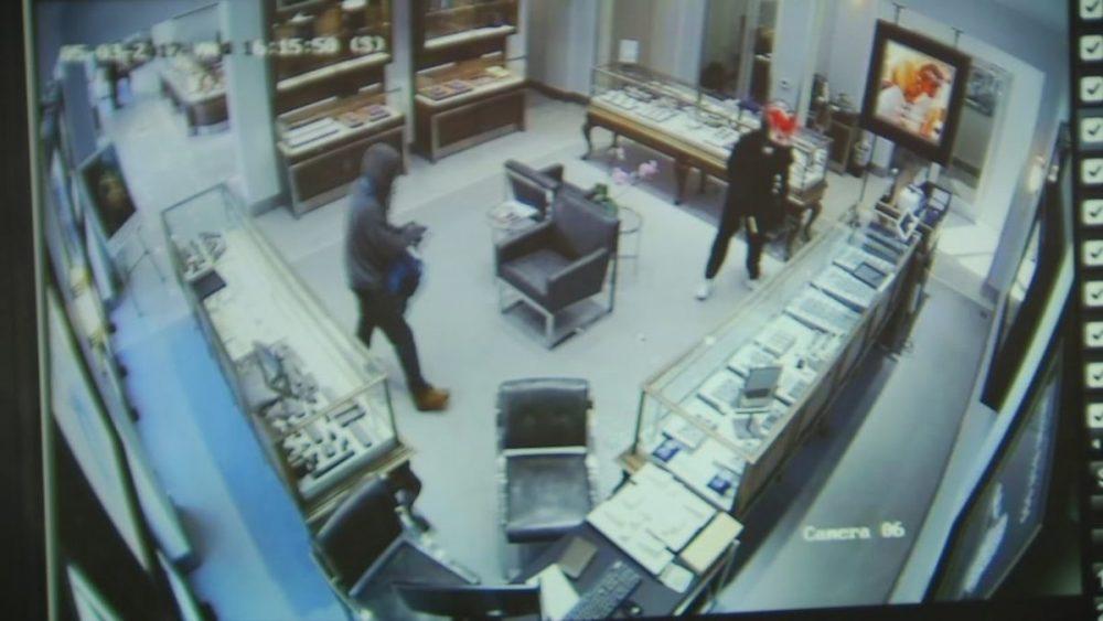 مروری بر معروفترین سرقتهای بزرگ تاریخزمان تقریبی مطالعه: ۱۰ دقیقه