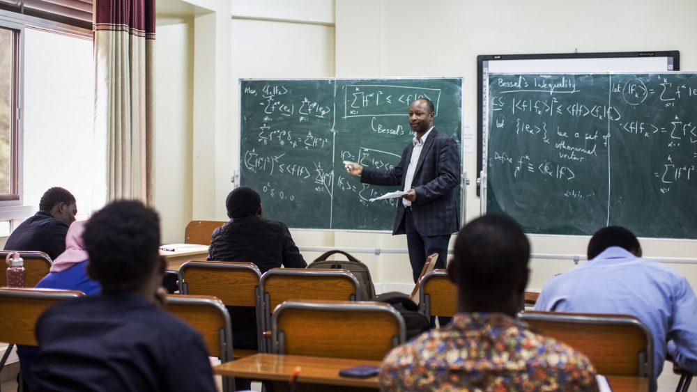 نسل پس از نسلکشی، گفتوگو با کسی که میخواهد رواندا را به مرکز جهانی مطالعات فیزیک تبدیل کندزمان تقریبی مطالعه: ۱۲ دقیقه